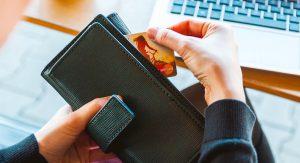 Jak wpłacać pieniądze do bukmachera online?